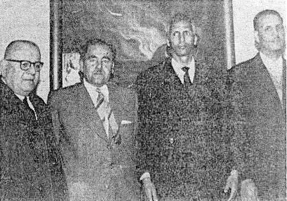 """الصورة ملتقطة في بداية الستينيات في لبنان بمكتب جريدة """"الحياة"""" البيروتية."""